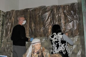 Pracovníci múzea sa snažili zachrániť jedinečnú expozíciu.