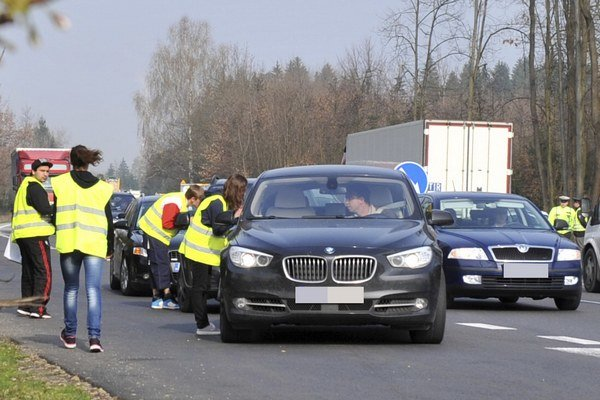 V okolí Žiliny sa konal 1. apríla 2014 na 10 vjazdoch a výjazdoch do tohto krajského mesta smerový dopravný prieskum cestnej premávky. Anketári sa vodičov pýtali ako často chodia týmto úsekom, kde sa ich cesta začala a kde sa končí a či idú za prácou. Ank