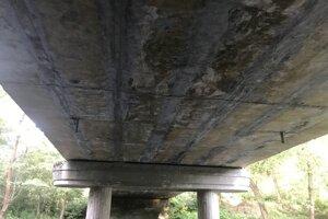 Most musia opraviť.