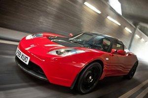 Teslu Roadster na báze vozidla Lotus Elis nahradí nová platforma viac orientovaná na zákazníkov Ferrari.
