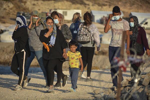 Migranti v dočasnom tábore Kara Tepe na gréckom ostrove Lesbos.