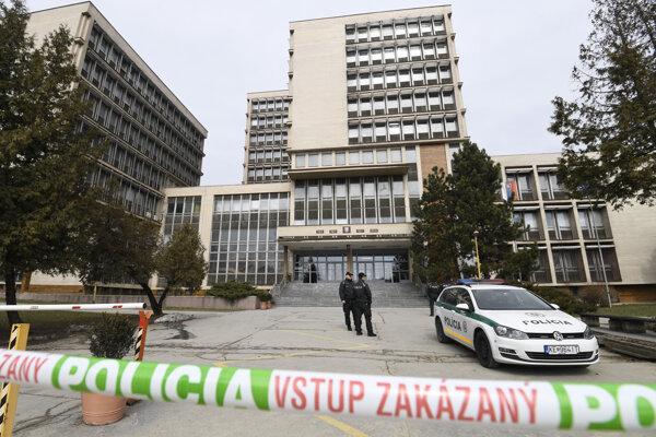 Budovu súdov v Košiciach prehľadávali pyrotechnici.
