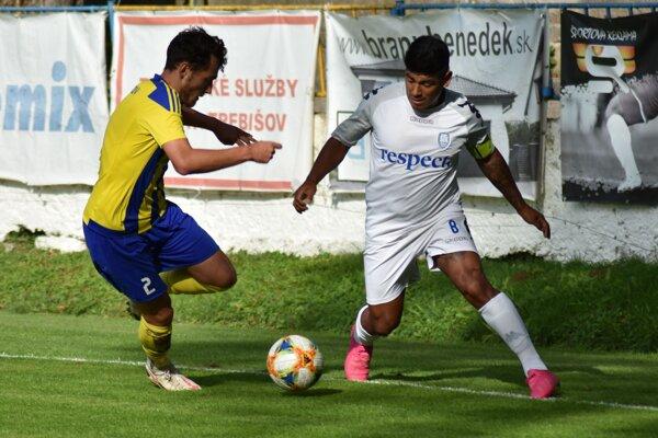 Aldo Omar Baez (vpravo) si už druhú sezónu oblieka dres druholigového Šamorína.
