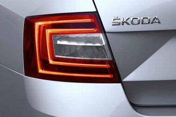 Okrem zadného svetla, Škoda uverejnila aj fotografiu zrkadla a časti dverí.