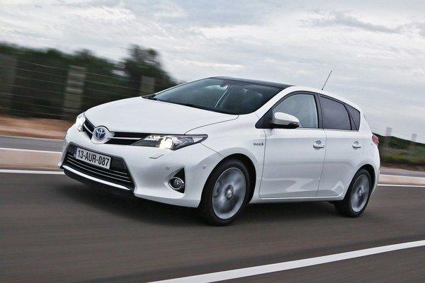 Toyota má tretinové plány, pretože tretina predaných Aurisov ba mala pripadnúť na hybrid, tretina na benzín a tá ostatná na diesel. Dva benzínové motory, dva diesele a hybrid tvoria široké spektrum pohonov.