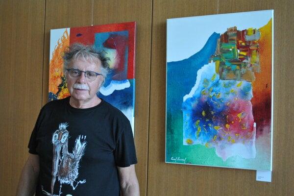 Pavol Hammel relaxuje pri maľovaní.