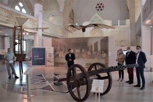 Od nedele 20. septembra už môžu návštevníci synagógy obdivovať všestrannosť Leonarda da Vinci.