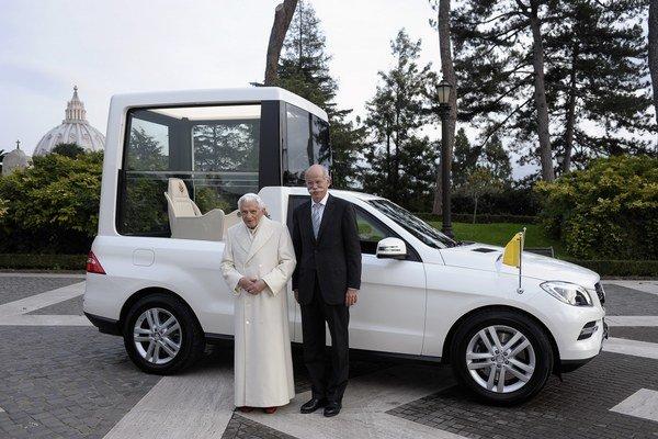 Už 8. decembra sa Benedikt XVI. prvýkrát predviedol v novom vozidle v Ríme: na slávnostiach tradičného katolíckeho sviatku počatia Márie, ktorý sa koná na Španielskych schodoch.