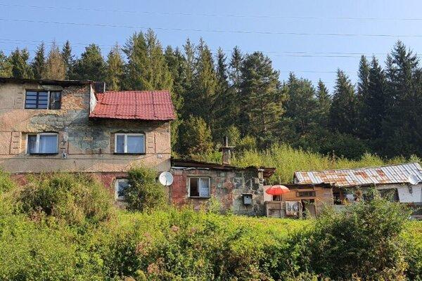 Na trase stavby ekoduktu vo Svrčinovci leží rómska osada.