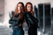 Spolu s Erikou Strečkovou sa stane hlavnou tvárou a hlasom skupiny 24-ročná Dominika Hodáňová z Bratislavy.