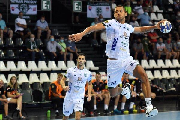 Guilherme Linhares (vpravo) nastrieľal Crows desať gólov.