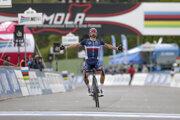 Julian Alaphilippe vyhráva MS v cyklistike 2020.