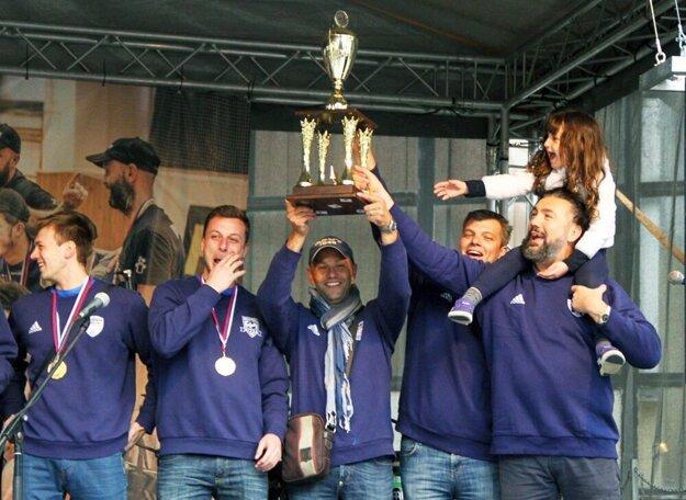 V roku 2016 sa Nitrania tešili z prvého titulu. Na snímke sprava Martin Kraščenič, Róbert Pullman a Marek Kardoš.