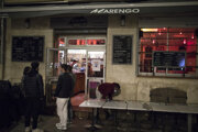 Marseillské kaviarne sa zatvárajú.