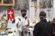 Cirkvi lobujú za povolenie omší.