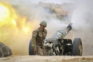 V Náhornom Karabachu prebiehajú od nedele boje medzi arménskymi silami a azerbajdžanskou armádou