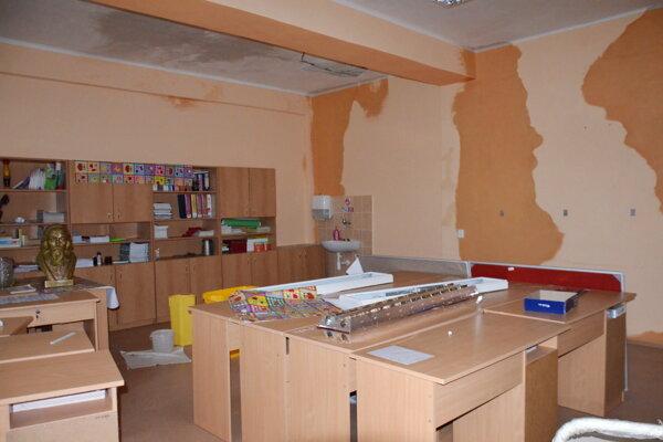 Pred opravou sa musia priestory v škole vysušiť.