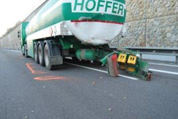 Pri Zamarovciach sa koncom roka zrazili tri kamióny.