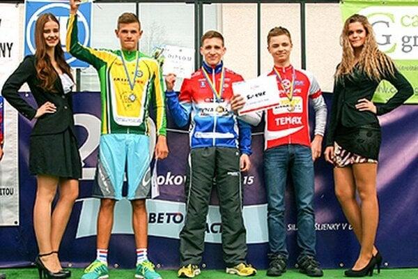Marek Bugár (v strede) v úvode Slovenského pohára vybojoval dve víťazstvá pre CK Dynamax Nitra.