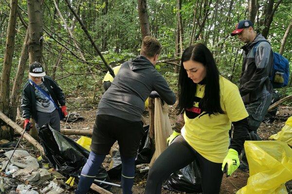 Dobrovoľníci v Martine vyzbierali viac než tonu odpadu za štyri hodiny.