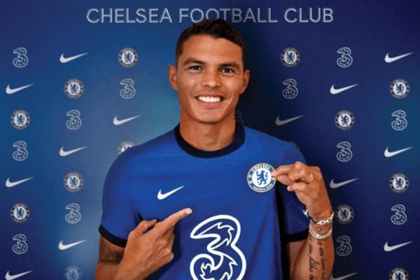 Thiago Silva po podpise zmluvy v Chelsea FC.