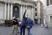 Nosenie rúšok je v Taliansku povinné už aj vonku.