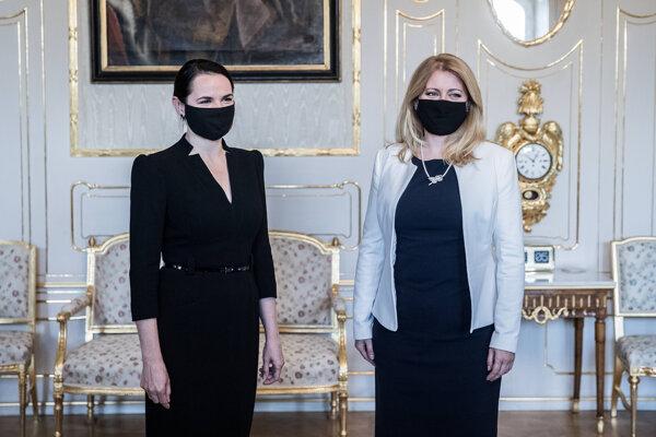 Zuzana Čaputová (vpravo) prijala Sviatlanu Cichanovskú v prezidentskom paláci.