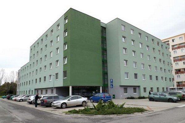 V novom internáte už tretí rok bývajú študenti.