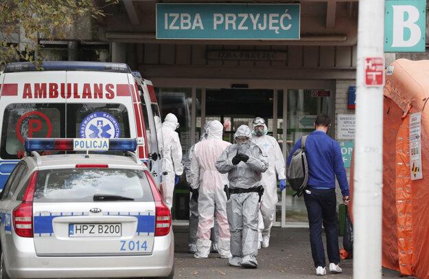 Koronavírus: V Poľsku sú od dnes povinné rúška aj vonku.