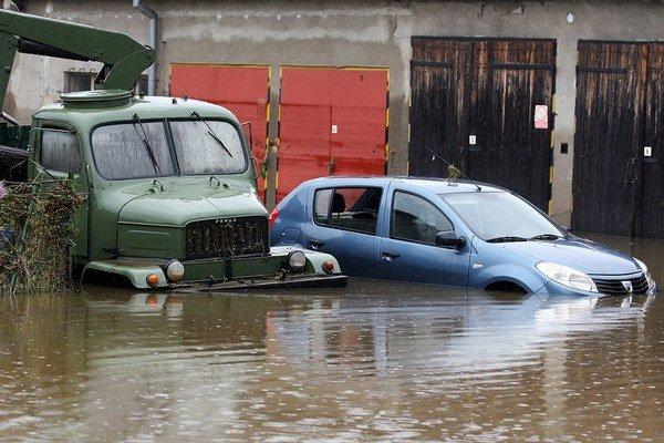 Dovozcovia sa nebudú štítiť predávať zaplavené autá ako nové.