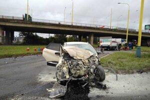 Nehoda na problematickej križovatke.