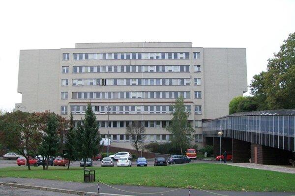 Prípady s COVID-19 sa aktuálne v lučeneckej nemocnici týkajú len interného oddelenia.