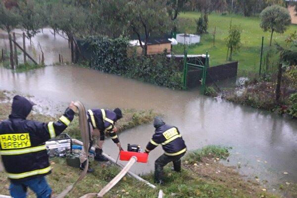 Boj s vodou v obci Brehy.