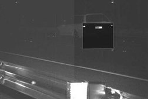 Kamera zachytila jednu z prvých obetí pri rýchlosti 120 km/h na úseku diaľnice Mitchell, kde sa smie ísť 100 km/h.