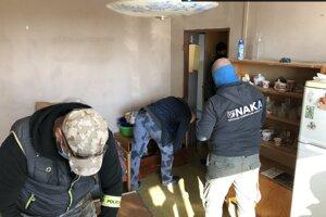 Počas zásahu vykonala NAKA tri domové prehliadky a tri prehliadky nebytových priestorov.