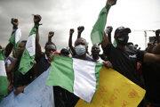 Protest proti policajnej brutalite v hlavnom meste Nigérie Lagos.