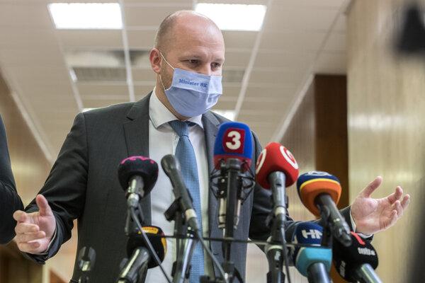 Na snímke minister obrany SR Jaroslav Naď (OĽaNO) počas brífingu s novinármi po skončení 45. schôdze vlády SR 21. októbra 2020 v Bratislave.