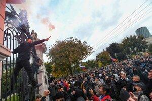 Nepovolený protest pred Úradom vlády v Bratislave.