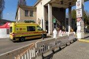 Pacientov s covidom budú musieť zrejme zakrátko voziť do ich nemocníc, lebo bojnická bola v utorok už plná.