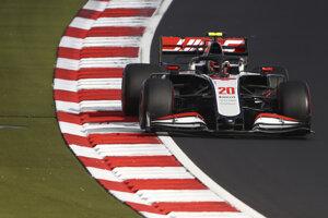 Kevin Magnussen (Haas) počas kvalifikácie F1 v Nürburgringu.