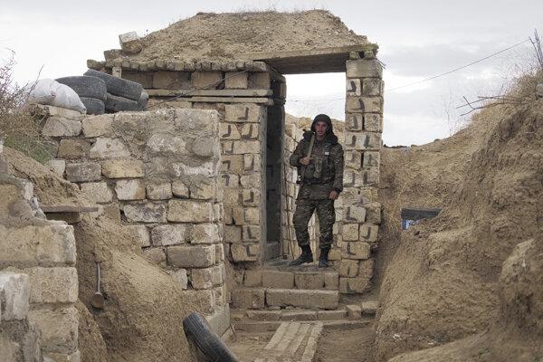 Barikáda arménskych vojakov v Náhornom Karabachu.