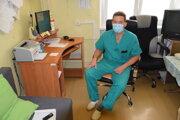 Martin Babušík, vedúci lekár na jednotke intenzívnej starostlivosti  Kliniky infektológie acestovnej medicíny vUniverzitnej nemocnici Martin.