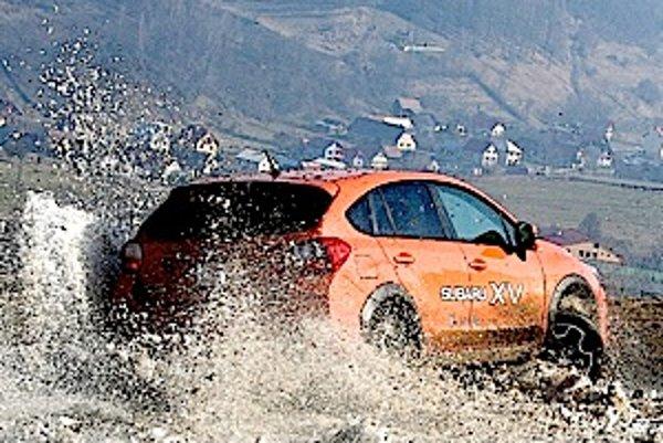 Okrem tradičného testu sme vyskúšali ostatné verzie XV vrátane benzínovej s prevodovkou CVT v roztopenom snehu a blate.