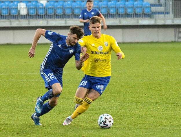 Nikola Gatarič (vľavo) bol v sobotu najviditeľnejším futbalistom FC Nitra.