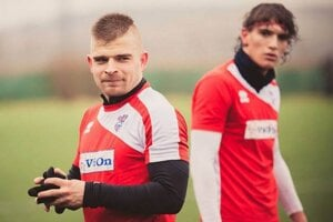 Peter Mazan je opäť v kádri FC ViOn. Vpravo Július Szöke.
