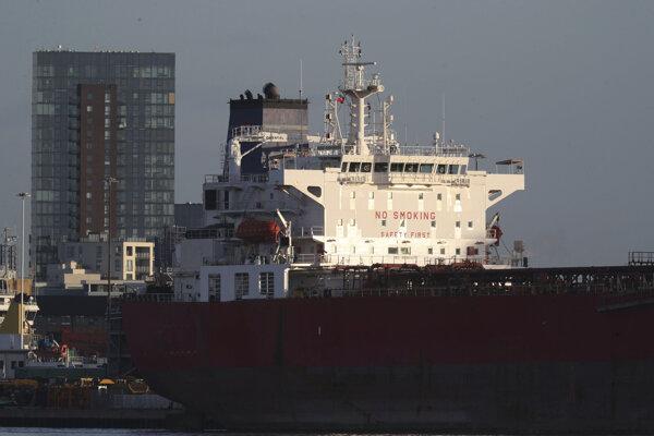 Britské komando zasahovalo na ropnom tankeri a zadržalo sedem osôb