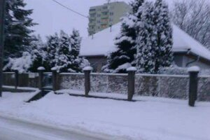 Sneženie v Nitre pred štvrtou neprestane.