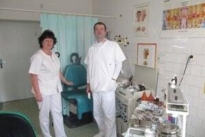 Lekár, špecialista MUDr. Mária Mečár s pomocou pri testovaní neváhal.
