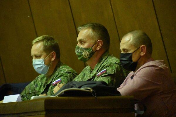 Na zasadnutiie krízového štábu prišli zástupcovia armády