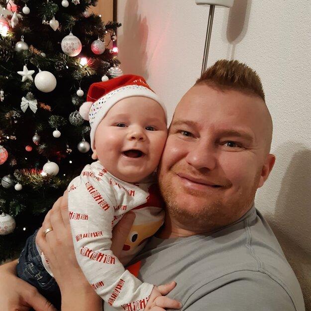 Hrdý otec Kamil Mahdalík so synom Kamilom juniorom.